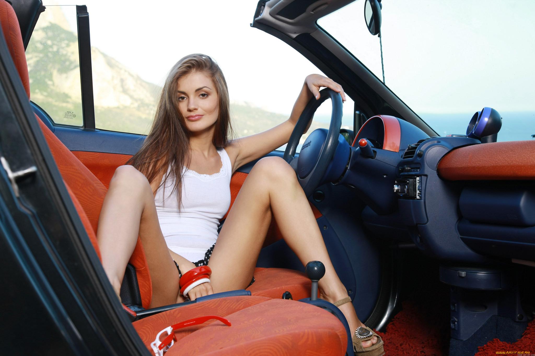 Фото красивых блондинок в машине 9 фотография